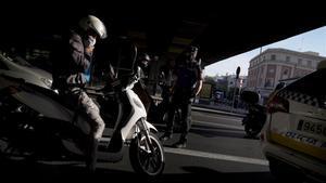 Control de policía en el barrio de Vallecas.