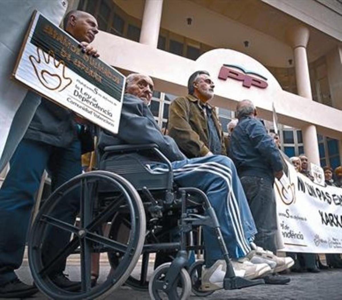 Protesta contra la política social del  Gobierno valenciano, del PP.