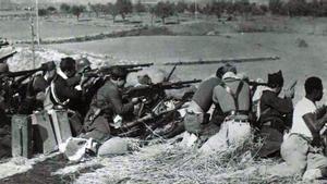 Soldados republicanos en el frente de la batalla de Brunete, en 1937.