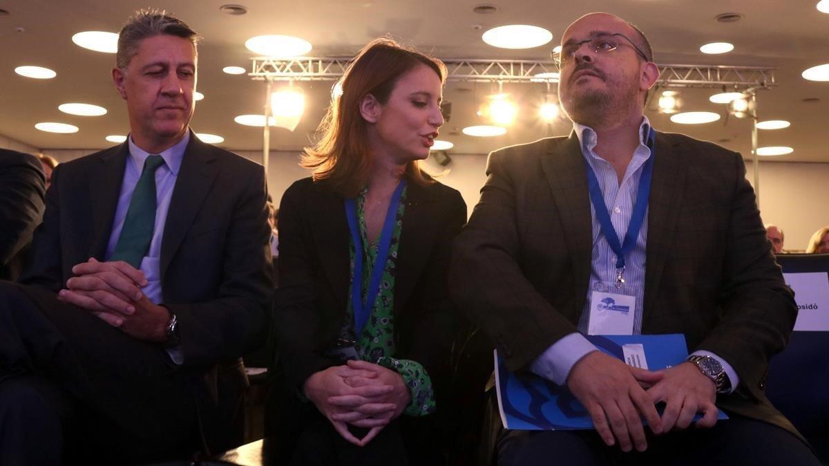 La diputada Andrea Levy entre Xavier García Albiol y Alejandro Fernández.