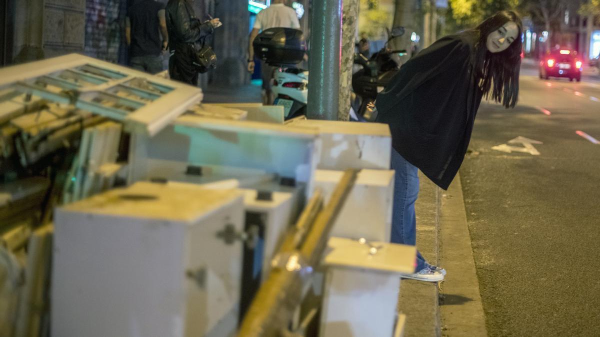 Así funciona el stooping: cazadores de tesoros en la basura de Barcelona