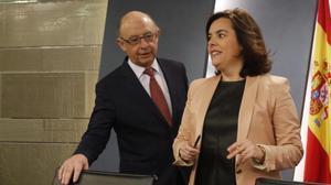 Montoro y Sáenz de Santamaría, en una rueda de prensa en la Moncloa.