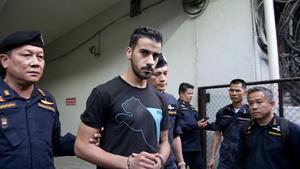 Policías tailandeses se llevan al futbolista bareiní, Hakeem al-Araibi del juzgado