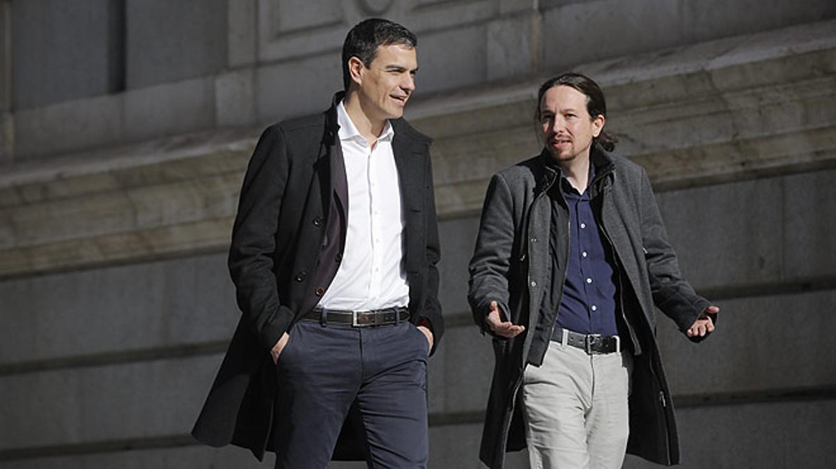Pedro Sánchez y Pablo Iglesias llegan juntos al Congreso de los Diputados.