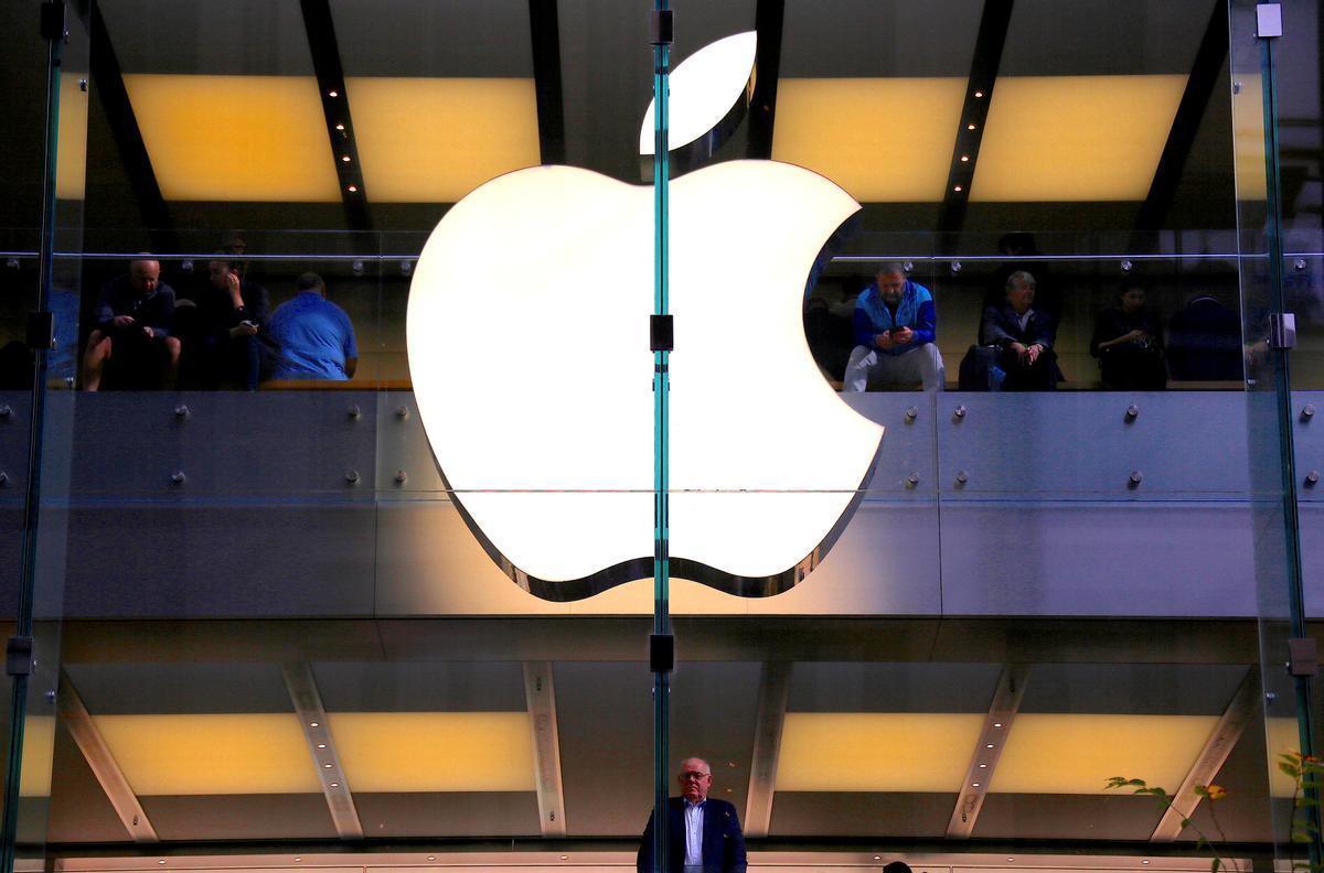Logo de Apple en una tienda de la firma de Tim Cook en Australia.