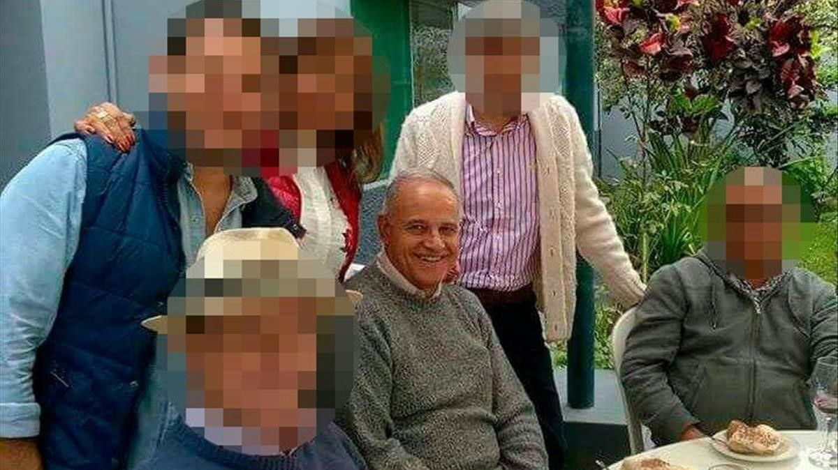 Abel Pérez, en el centro y con el rostro sin pixelar.