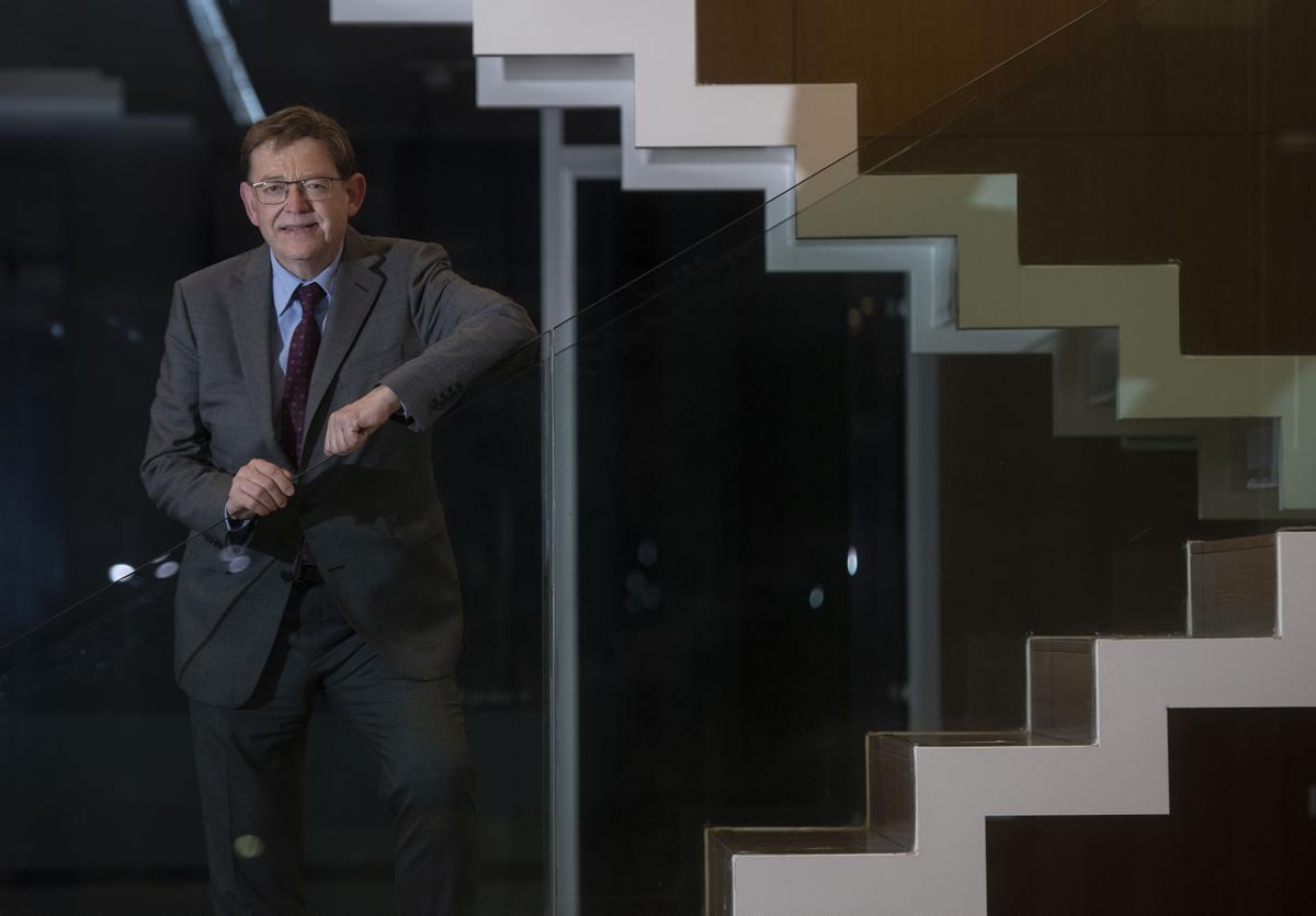 El presidente de la Generalitat Valenciana, Ximo Puig, en la redacción de EL PERIÓDICO