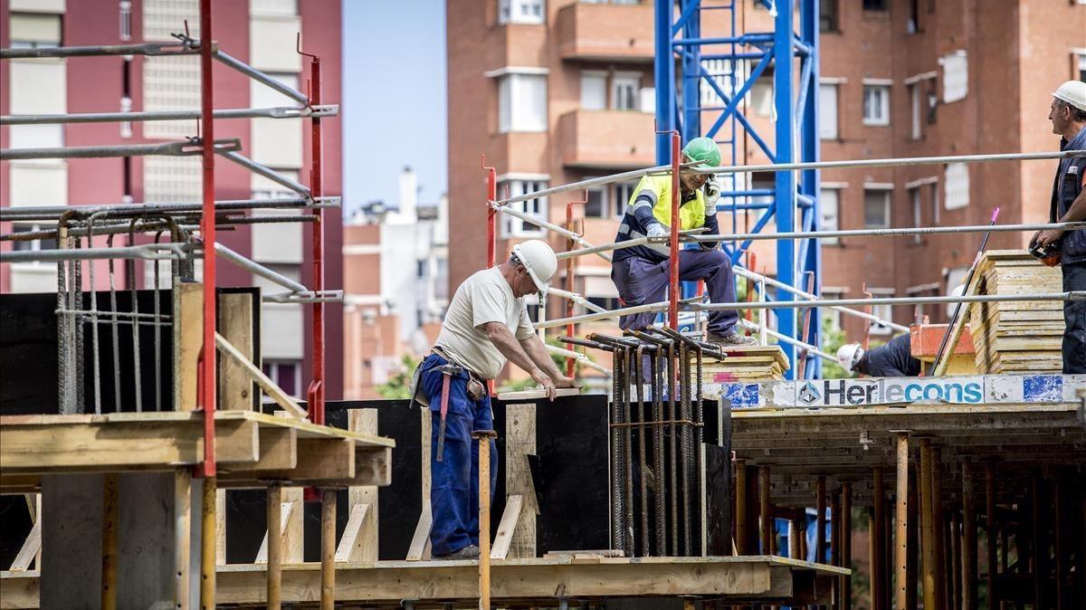 Imágenes de archivo de un edificio en construcción en Barcelona
