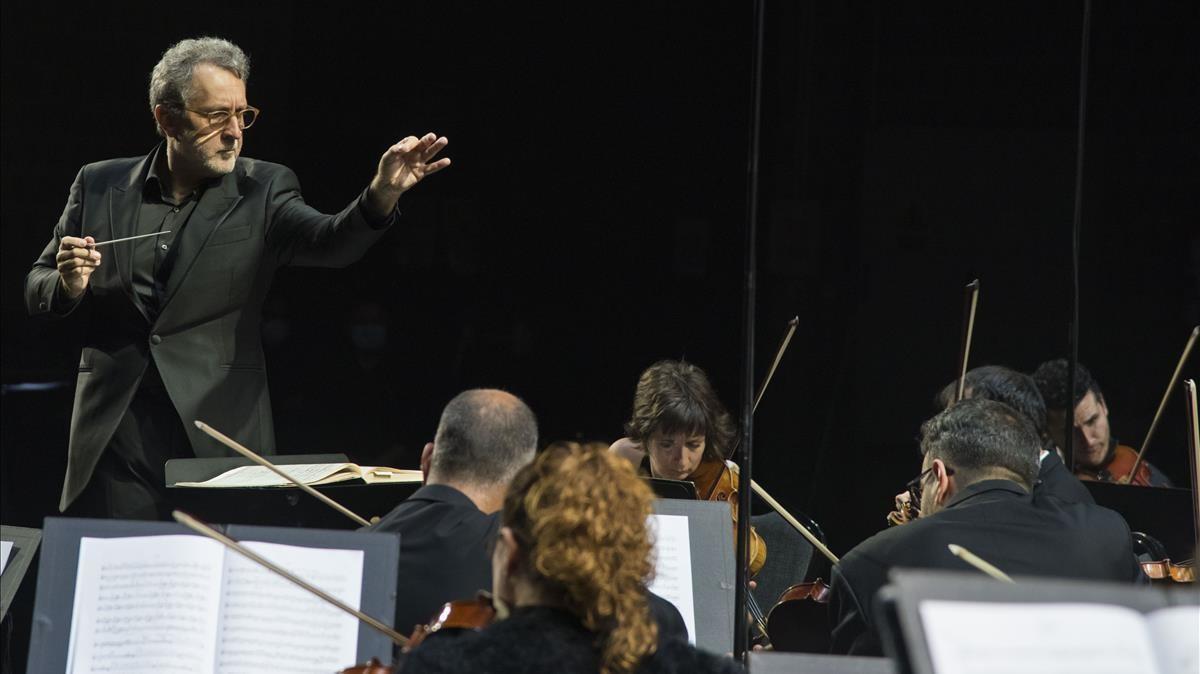 El director Josep Pons en un momento del concierto teatralizado dedicado a Beethoven que se estrenará este 16 de diciembre.