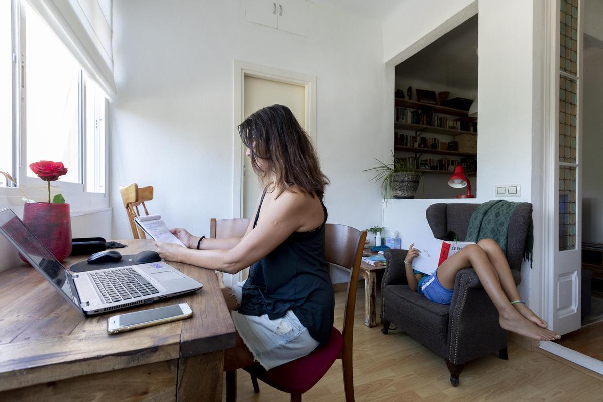 La pandèmia accelera la fractura digital entre homes i dones