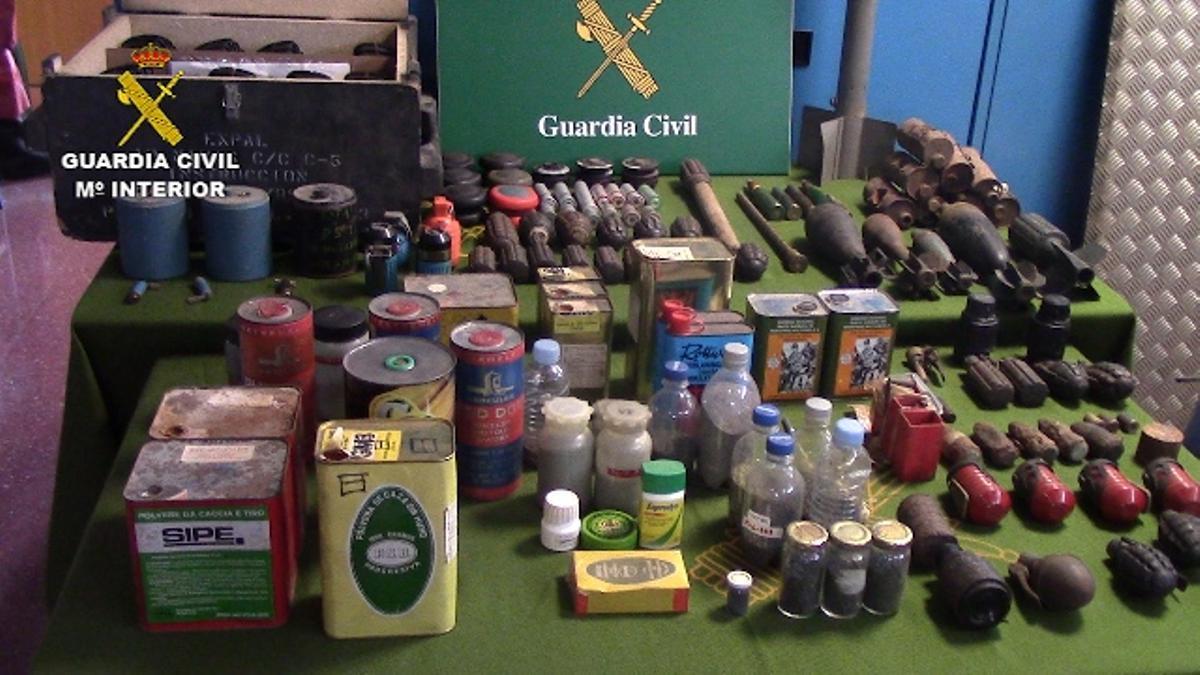 Las armas quedaron depositadas en la Intervención de Armas de Canovelles.