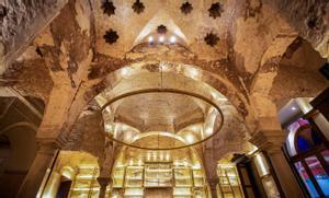 Vista interior del bar Giralda, en Sevilla, donde se han descubierto unos baños árabes.