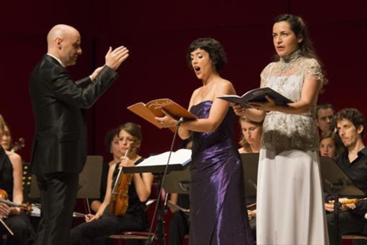 De izquierda a derecha, Josep Vila, Laia Frigolé y Anna Alàs, en Torroella.