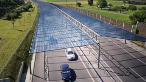 Proyecto austriaco de una autopista cubierta por paneles solares.