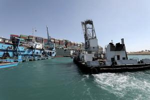 El Canal de Suez desencalla el atasco y pedirá 850 millones de euros como indemnización