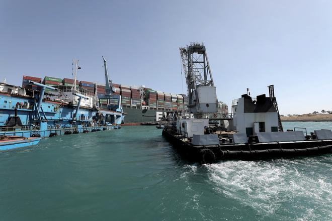 El buque Ever Given ha sido reflotado parcialmente en el canal de Suez