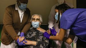 Reportaje de la primera vacunación (vacuna Pzifer)en la residencia Llar Santa Anna el día 08/01/2020