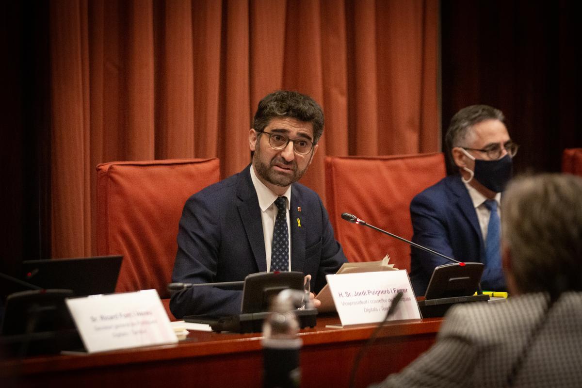 El vicepresidente y conseller de Políticas Digitales y Territorio de la Generalitat, Jordi Puigneró, interviene en el debate sobre la ampliación de El Prat en el Parlament
