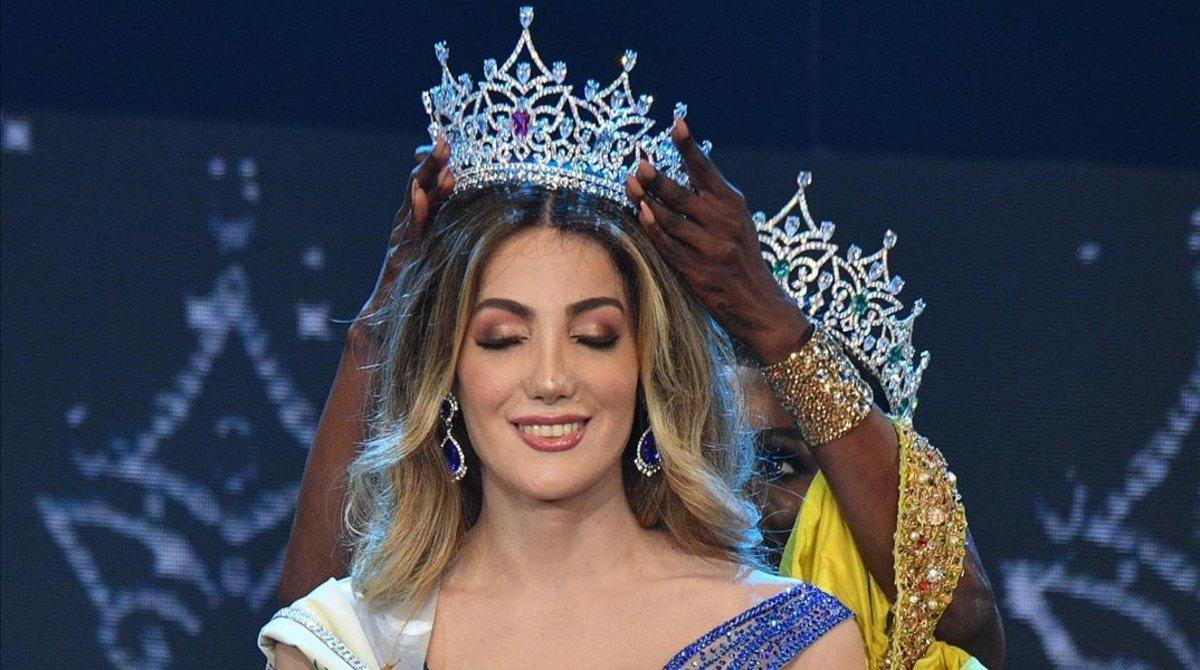 Valentina Fluchaire, de México, coronada Miss International Queen 2020.