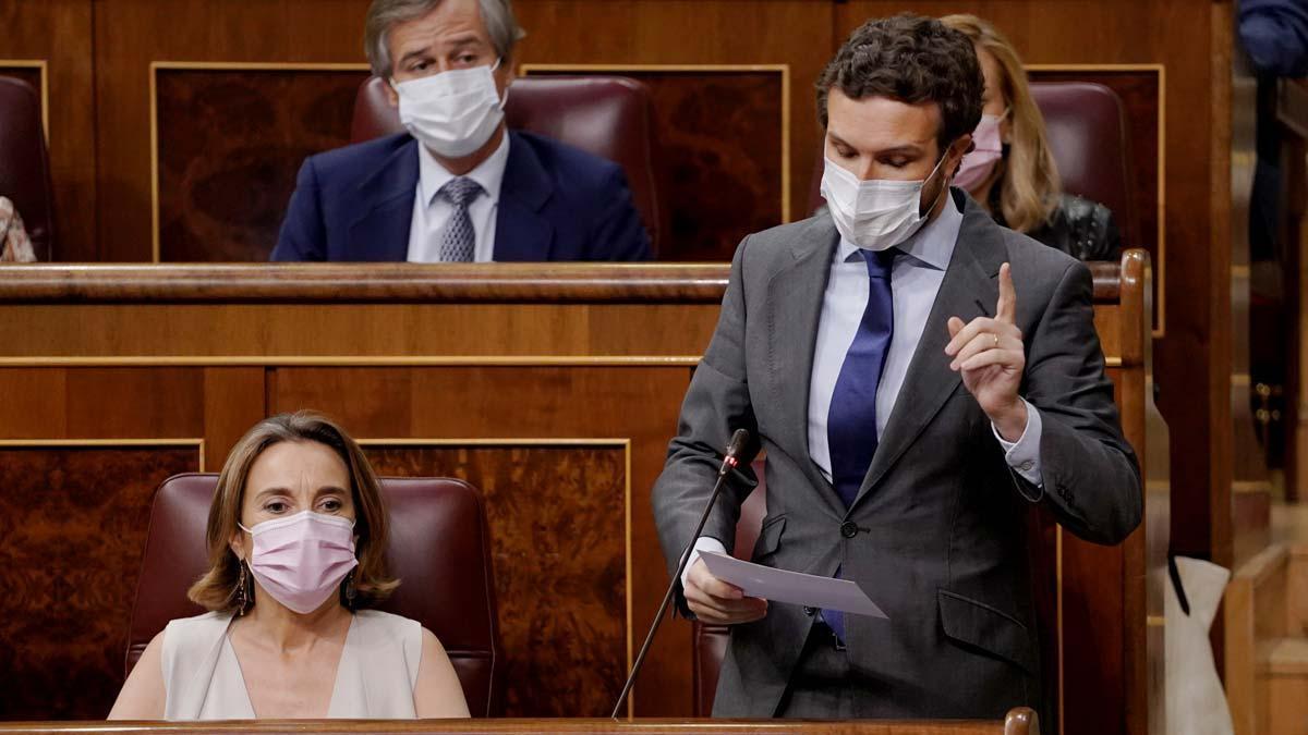 Casado pide a Sánchez que dimita y someta los indultos a las urnas.
