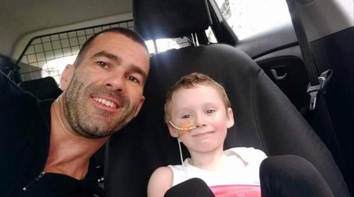 Un padre retrata en imágenes la batalla de su hija de cuatro años contra el cáncer