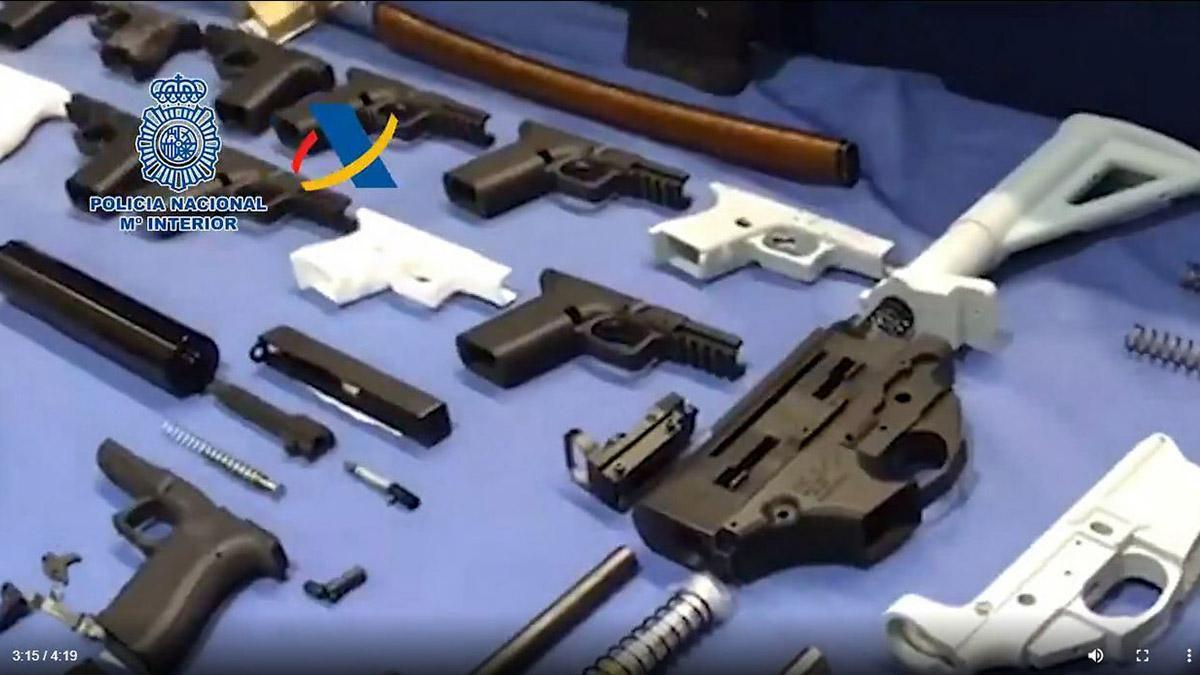Desmantelado el primer taller clandestino que fabricaba armas con impresoras 3D