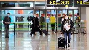 Una viajera a su llegada al aeropuerto de El Prat de Barcelonael pasado 23 de Noviembre.