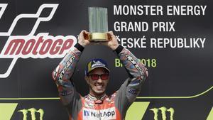 Lorenzo i Márquez li compliquen la victòria a Dovizioso