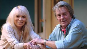 Mireille Darc, junto a Alain Delon, en enero del 2007.