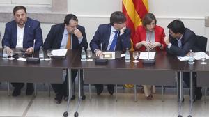 Ante la imposibilidad de un negociar una consulta de forma consensuada con el Gobierno de Rajoy.