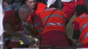 Servicios sanitarios intentan reanimar a Pedro Aunión tras su accidente en el Mad Cool.