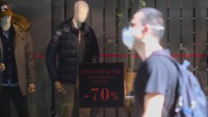 Seguiment desigual i pocs clients el primer dia de reobertura de les botigues