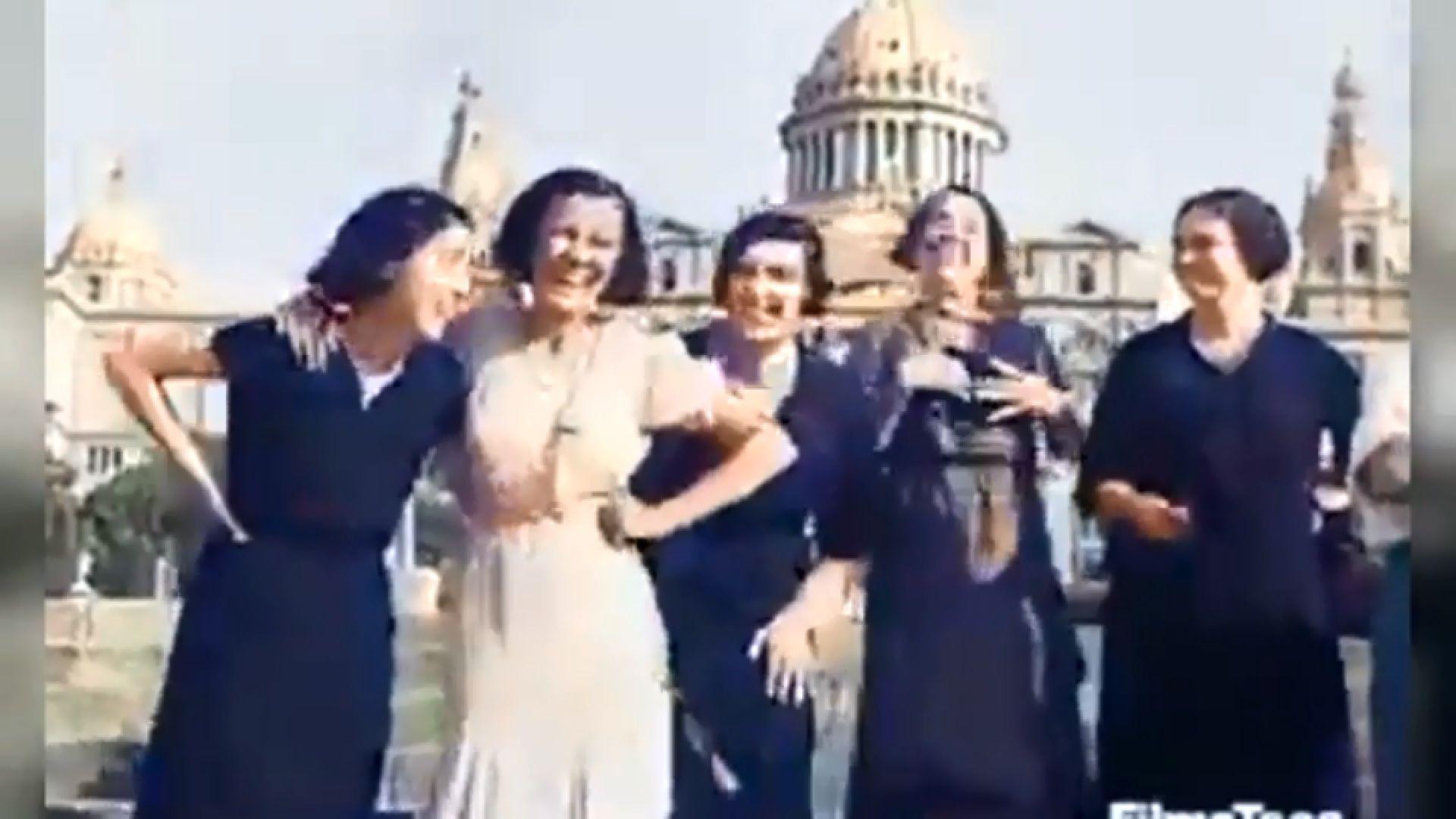 Besos y risas en la Barcelona de 1932