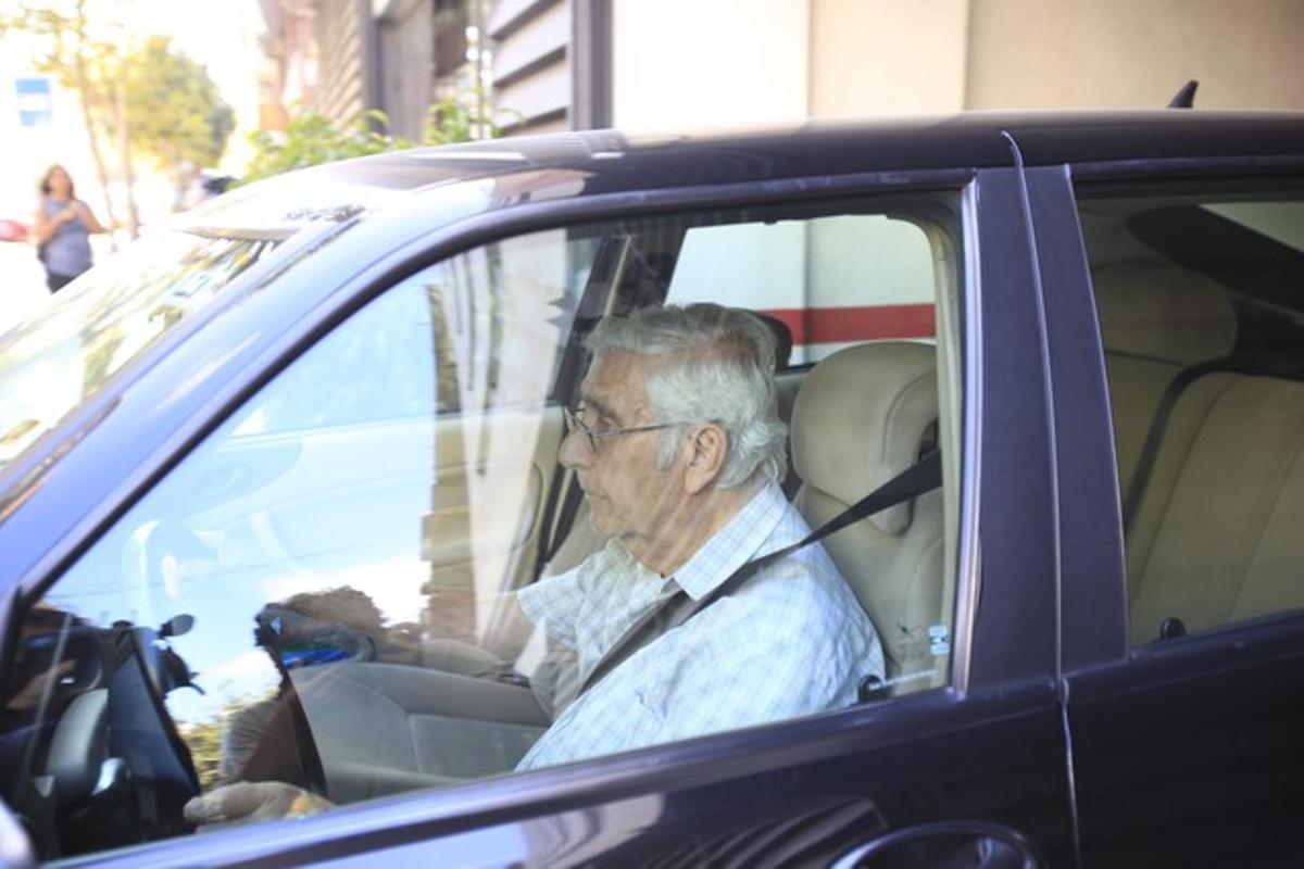 El extesorero de CDC Daniel Osácar saliendo de la sede del partido.