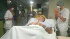 Un paciente con coronavirus de 68 años sale de la UCI tras 75 días intubado.