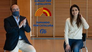 Cs i PP, en brega pel fitxatge de Roldán