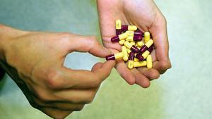 Cápsulas de Amoxicilina y Clamoxil de 500 miligramos.