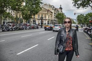 Ester Quintana, en abril del año pasado, en el paseo de Gràcia, donde resultó herida por una pelota de goma.