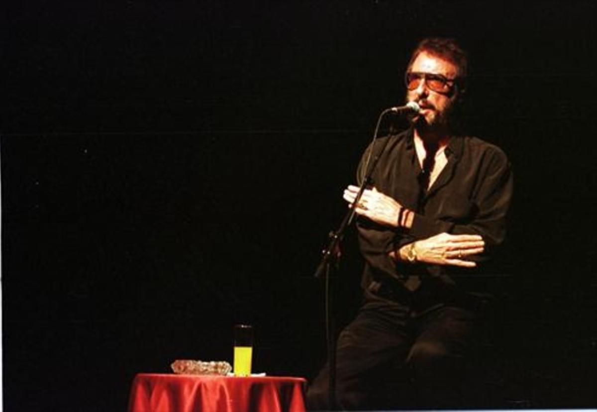 El humorista Eugenio, en una actuación en la sala barcelonesa Luz de Gas en 1999