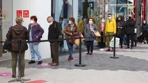 Colas en el centro comercial Glòries el primer día de apertura de lunes a viernes.