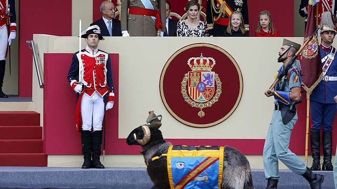 'Miura', la cabra de la legión, ha desfilado en el día de la Hispanidad.