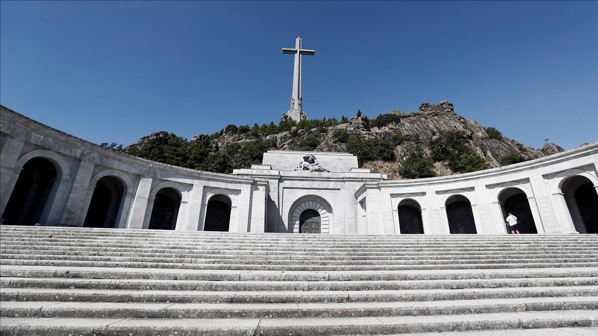 Vista de la explanada de la basílica del Valle de los Caídos.