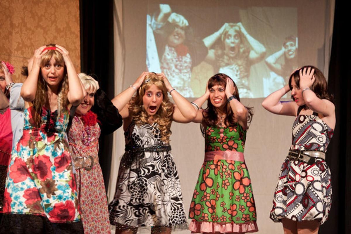 La Companyia Alquimistes interpretó 'Ni Bella ni Bèstia' en la séptima Fira Internacional de La Fira Internacional de Teatre Integratiu (FITI) de Santa Coloma.