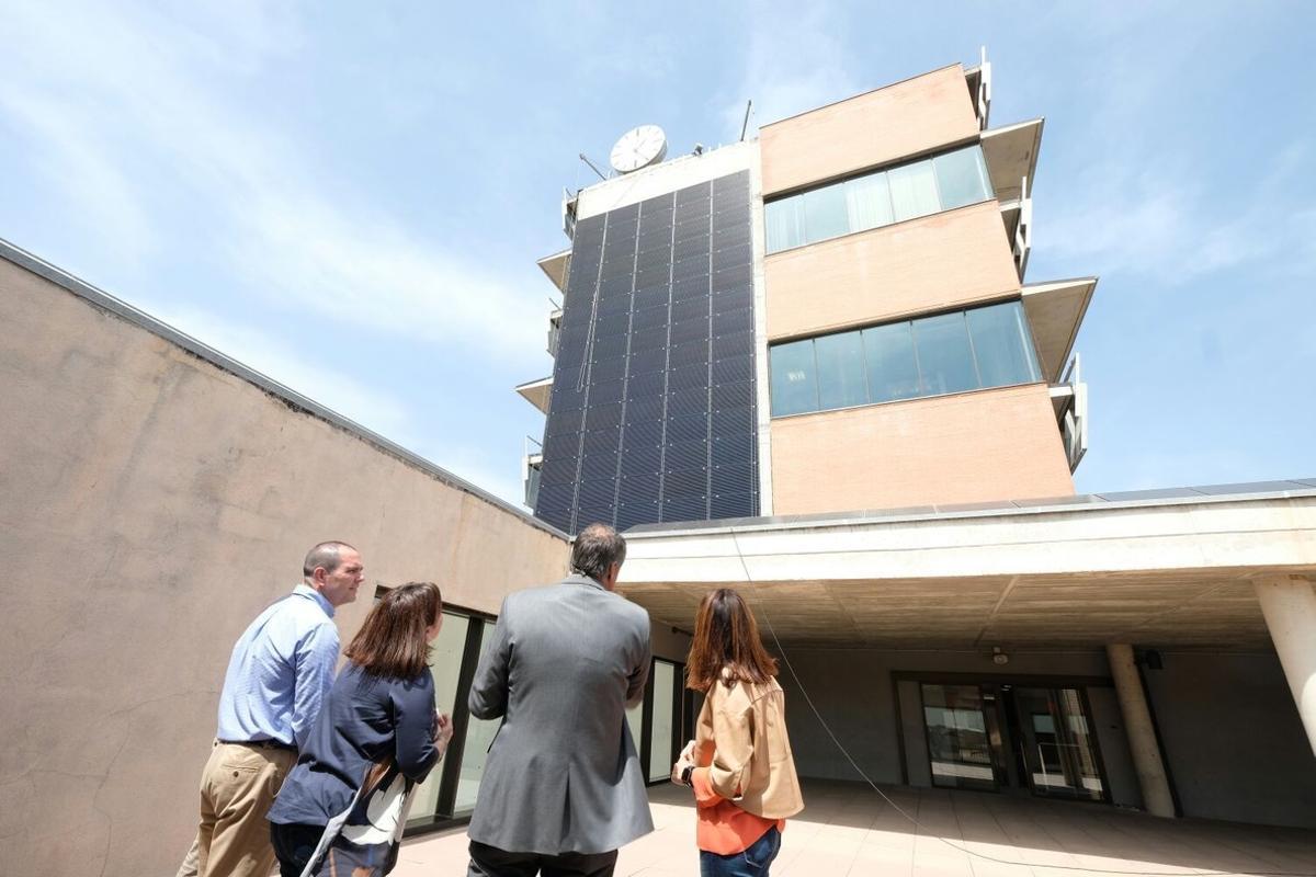 Nueva placa solar en el Ayuntamiento de Gavà.