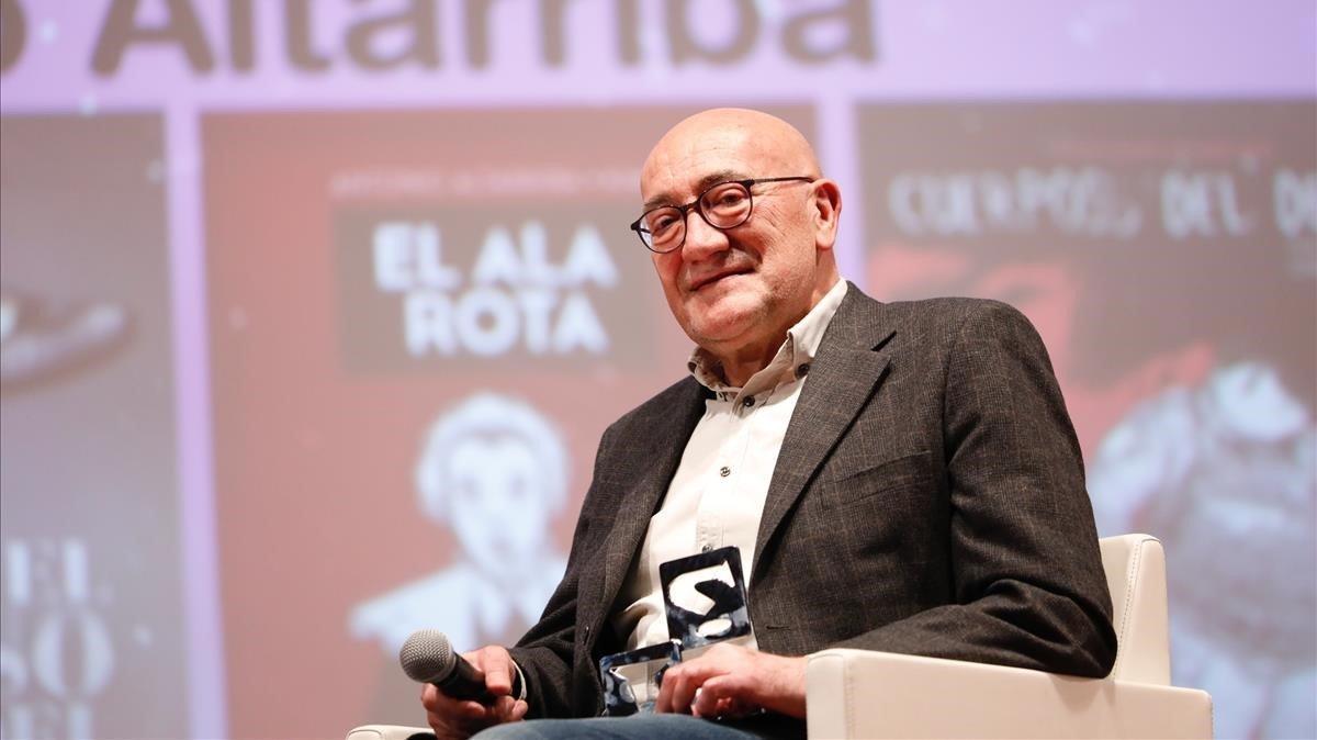 Antonio Altarriba, tras recibir el galardón.