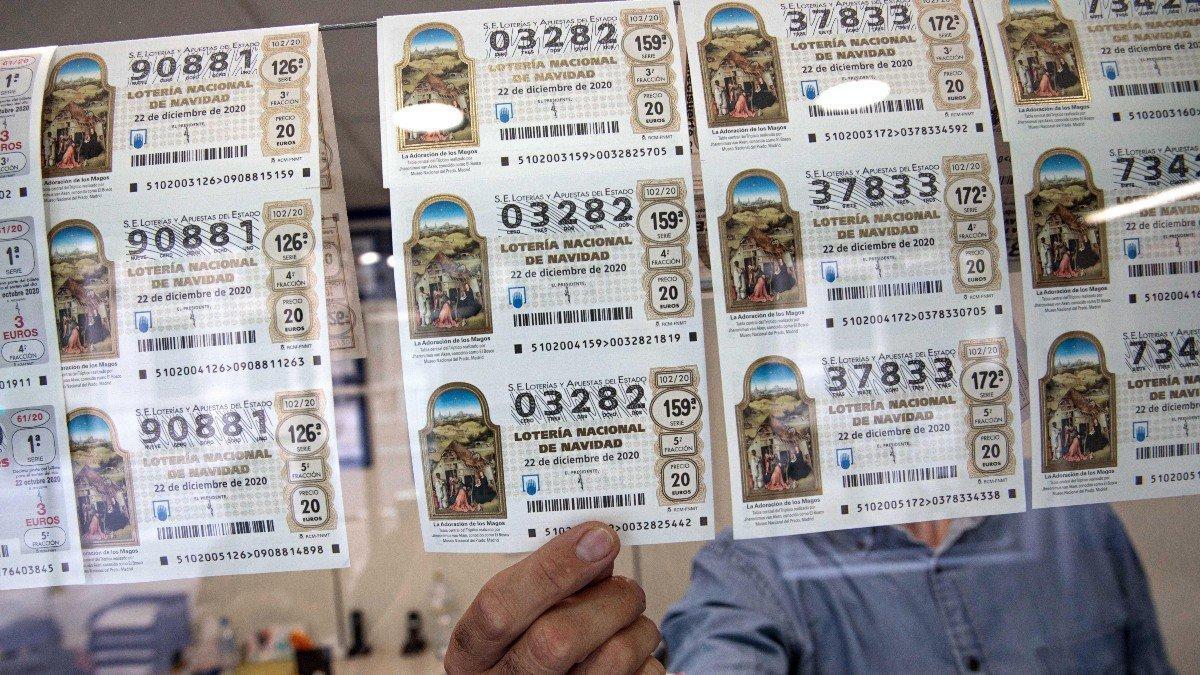 Décimos de la Lotería Navidad 2020 en una administración.