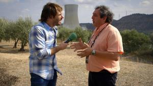 Quim Masferrer entrevista a un trabajador de la central de Ascó, en 'El foraster' (TV-3).