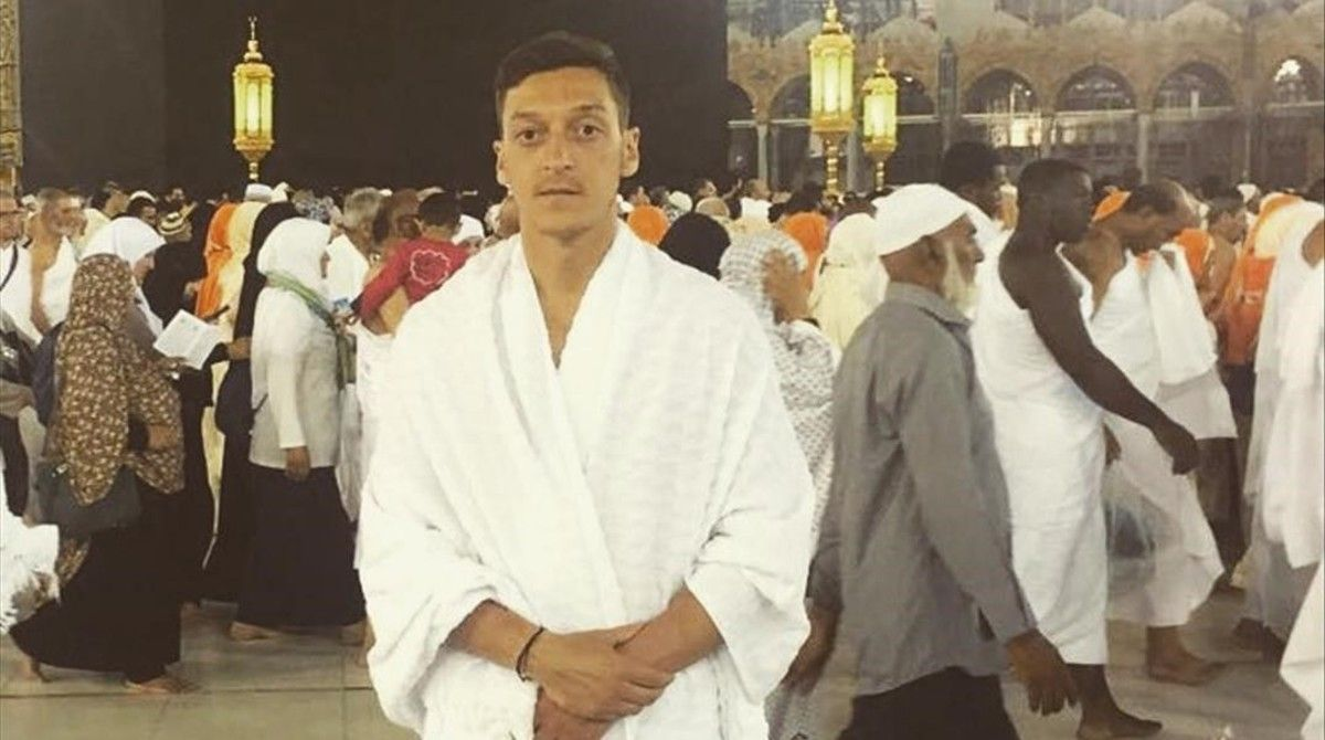 El partido anti-islam alemán critica por ser musulmán al jugador de origen turco Mesut Özil