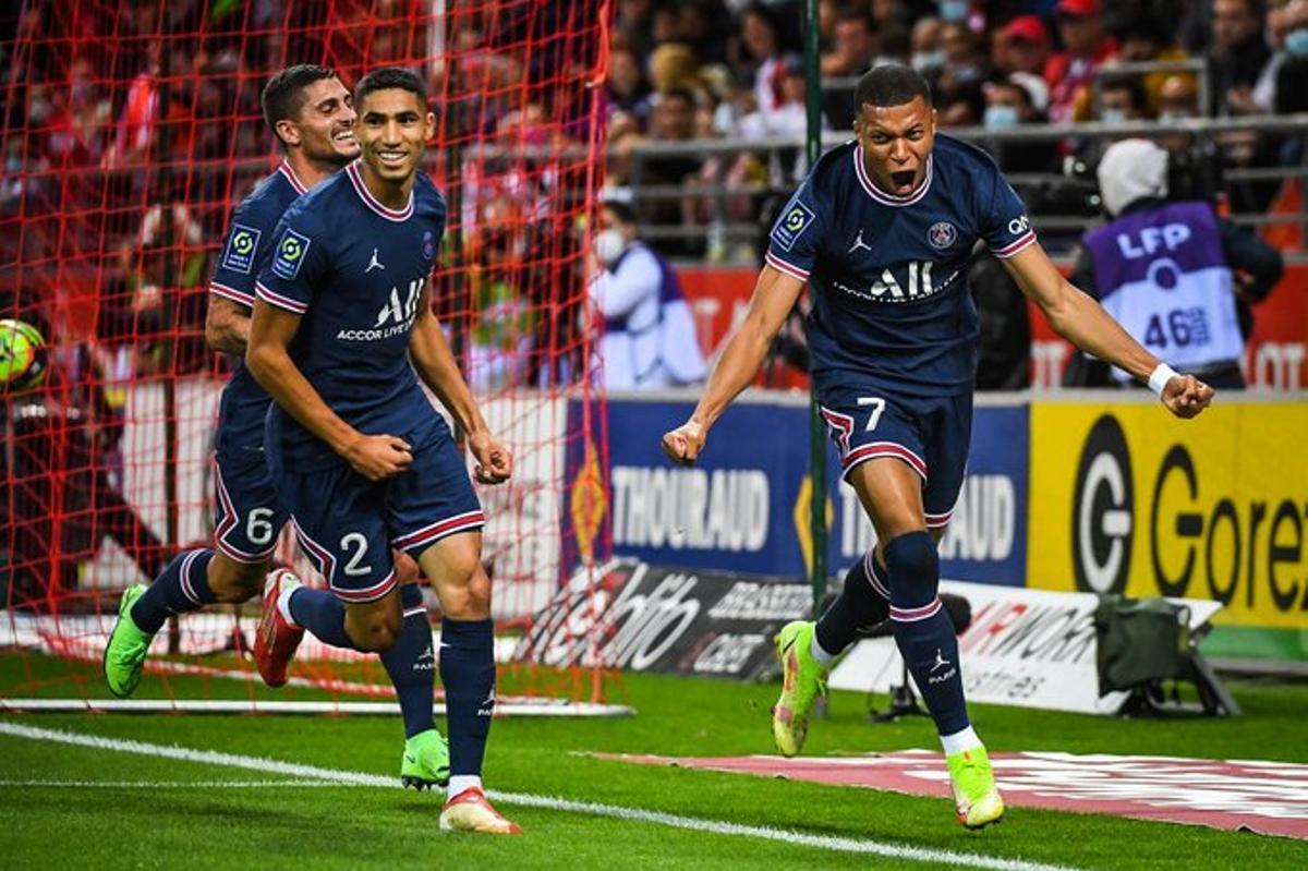 Mbappé celebra uno de sus dos goles al Reims.
