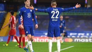 Los jugadores del Chelsea Ziyech y Havertz celebran un gol ante el Atlético de Madrid.
